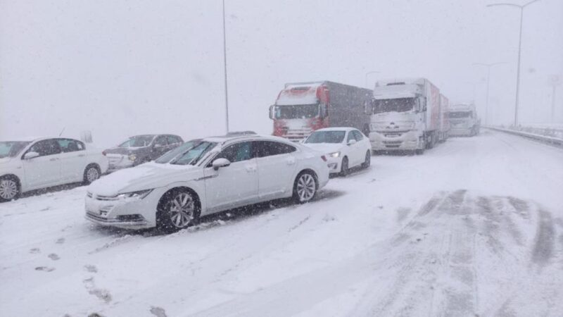 Otobandaki kazalar trafiği aksattı