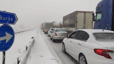 Bursa-İzmir yolu kapandı! Yüzlerce araç…