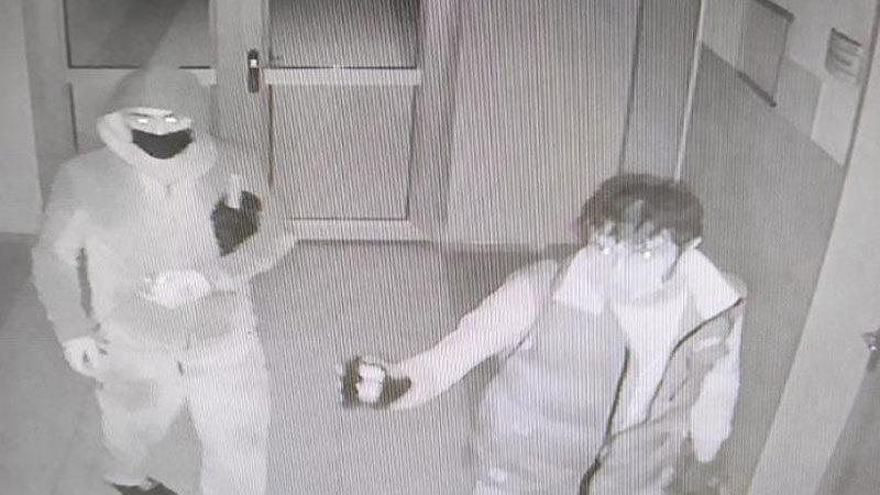 Bursa'da 3 okulu soyan hırsızlar kamerada