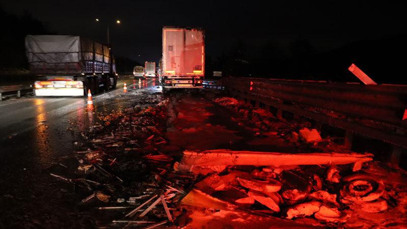 Bursa'da kimyasal madde yüklü TIR yandı