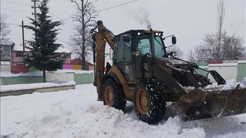 Okul servis güzergahları kardan temizlendi