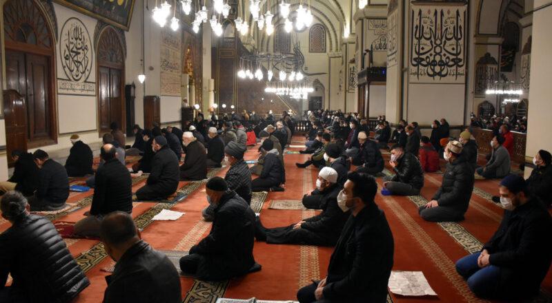 Bursa'da gençler sabah namazında buluştu