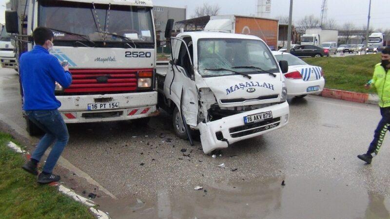 Bursa'da aynı kavşakta yine kaza: 1 yaralı