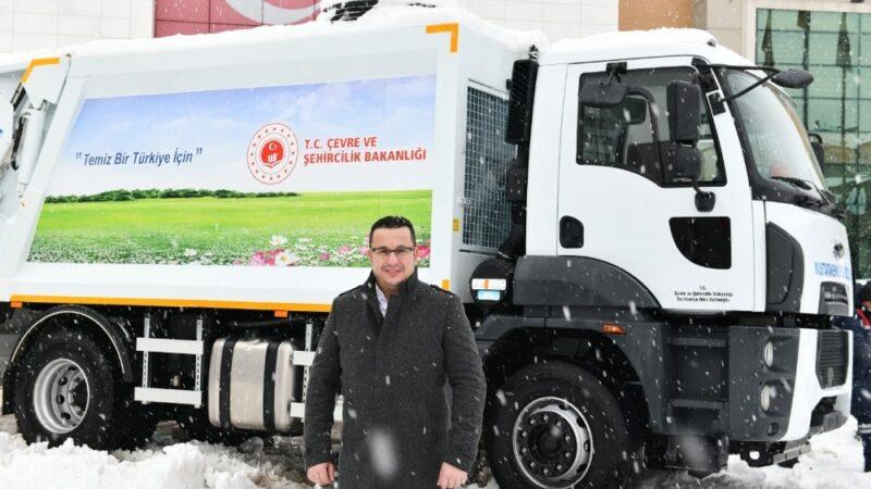 Bakanlık'tan Mustafakemalpaşa'ya hibe çöp kamyonu