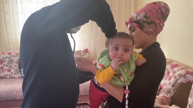 7 aylık bebek, telefonla yapılan tarifle kurtarıldı