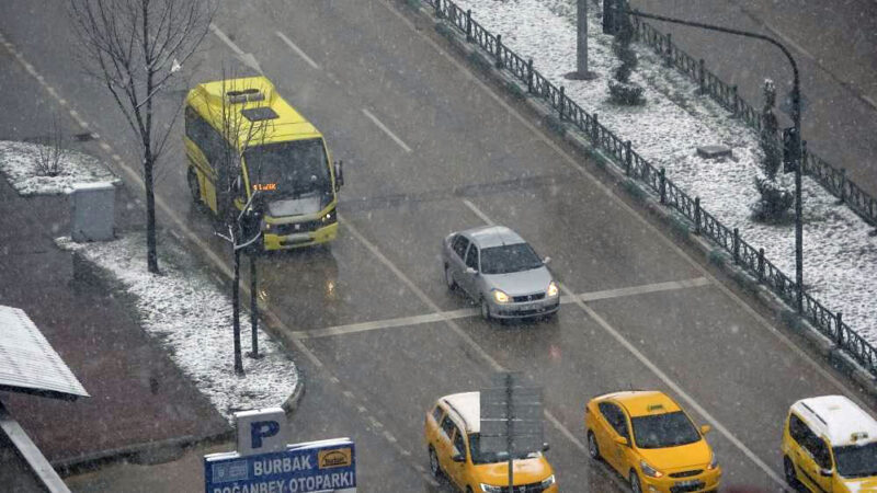 Bursa'da kar yağışı etkisini sürdürüyor