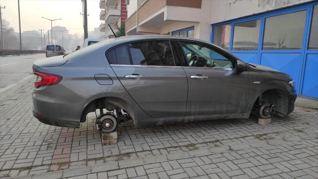 Yer: Bursa… Park halindeki otomobilin jant ve lastikleri çalındı