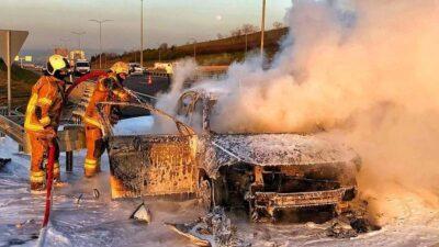 Bursa'da otomobil alev alev yandı