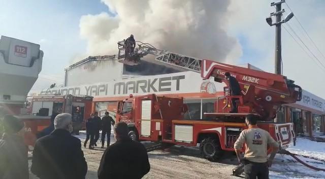 Bursa'da sanayi sitesinde yangın! 9 kişi dumandan etkilendi