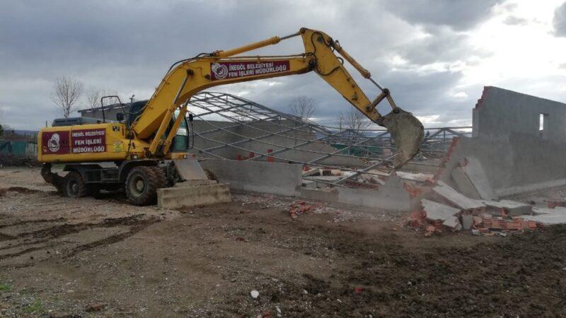 Ahmet Türkel Çevre Yolu'ndaki kaçak yapının yıkımı yapıldı