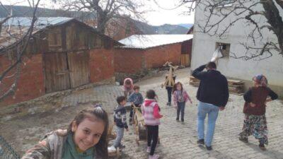 Bursa'da çocuklar tahta araçlarla kıyasıya yarıştı