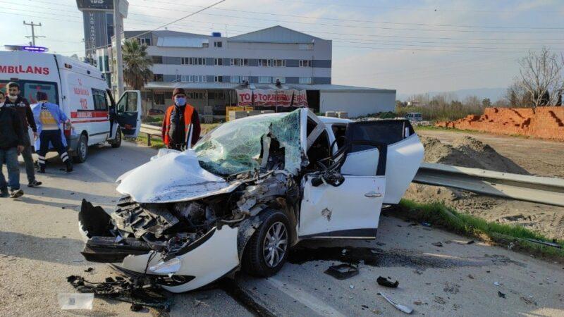 Bursa'da feci kaza! Otomobil hurdaya döndü