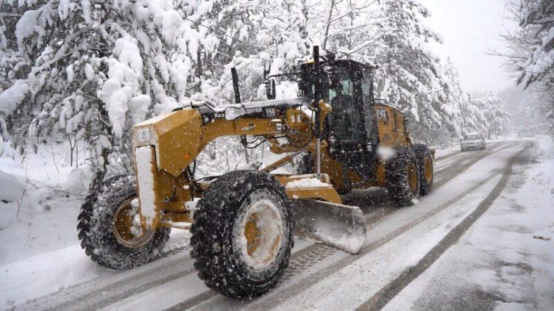 Kestel'de karla mücadele ekipleri aralıksız çalışıyor