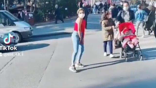 Kırmızı ışıkta Twerk dansı yapan genç kıza ailesi sırt döndü
