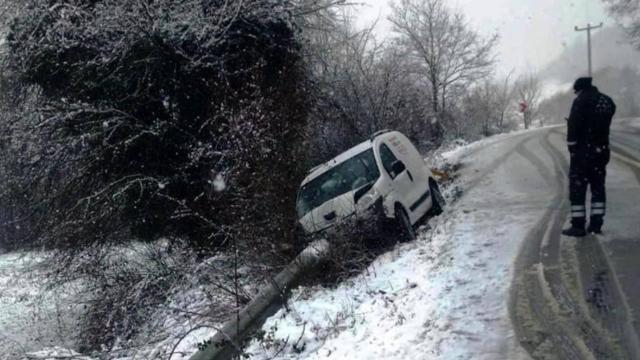 Direğe çarpan araç 11 mahalleyi enerjisiz bıraktı