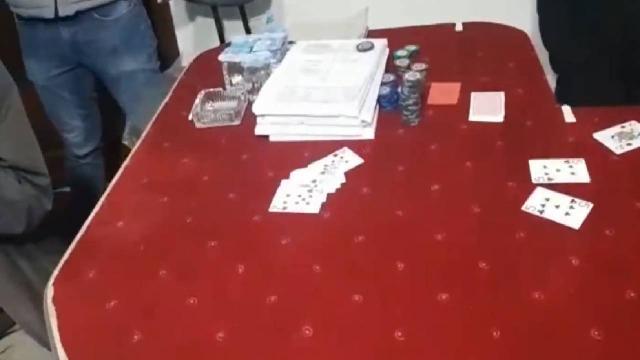 Pizzacı kılığına giren polisten kumar baskını