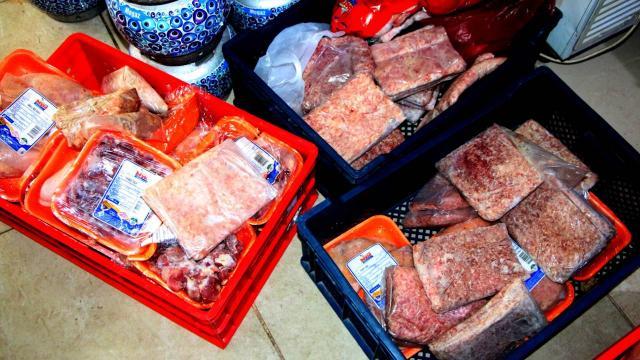 Markette skandal görüntü! 250 kilo bozulmuş et ele geçirildi