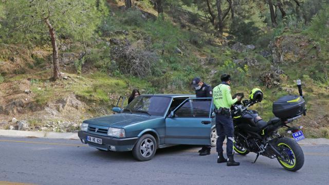Polisin 'dur' ihtarına uymadı, çifte ceza yedi