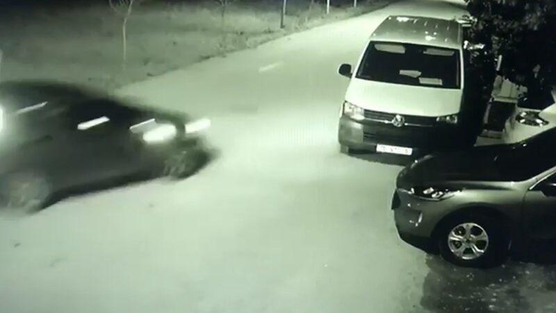 Bursa'da park halindeki otomobile böyle çarptı