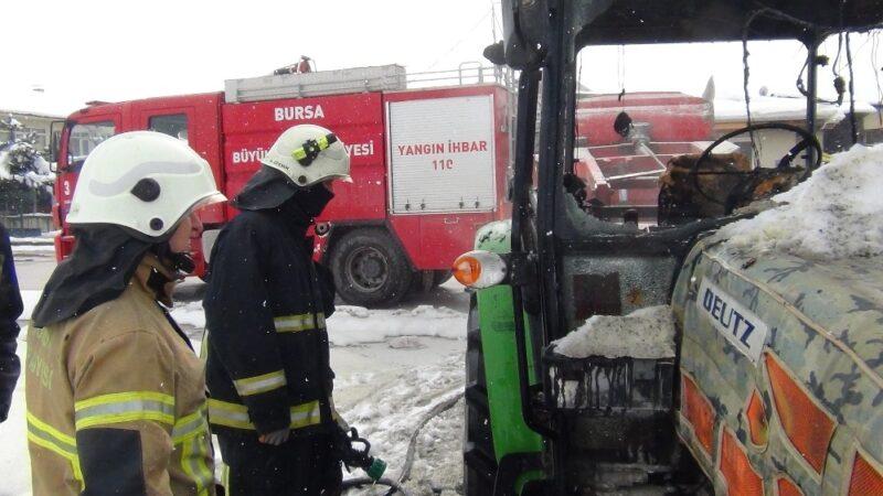 Bursa'da park halindeki traktör yandı