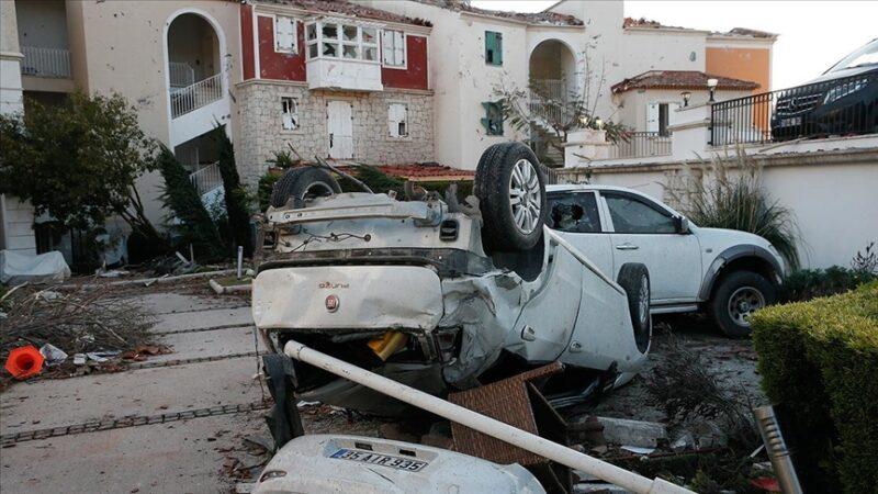 İzmir'de hortum felaketi! Araçları 10 metre havaya kaldırdı: 16 yaralı var