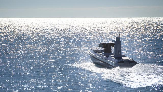 Türkiye'nin ilk silahlı deniz aracı suya indirildi