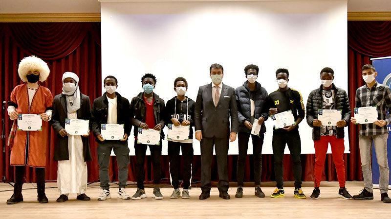 Uluslararası öğrencilere Başkan Dündar'dan sertifika