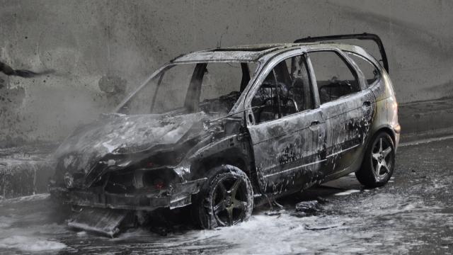 Tünelde otomobil yandı