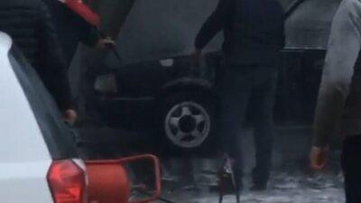 Bursa'da yıkamaya getirdiği aracı küle döndü