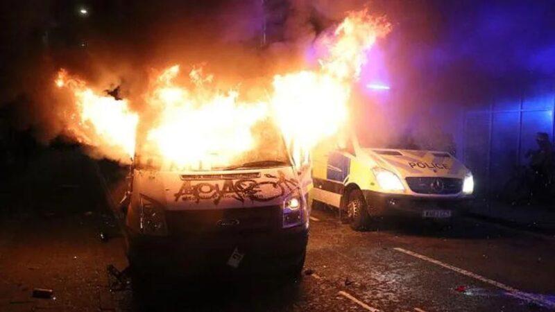 Yeni yasa tasarısı sonrası sokaklar yangın yeri