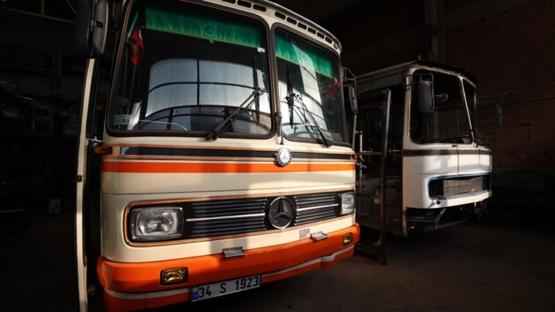 Bursa'da hurda otobüslere usta ellerden nostaljik dokunuş
