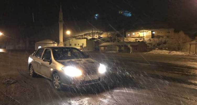 Meteoroloji uyarmıştı! Kar yağışı ve tipi etkisini artırdı