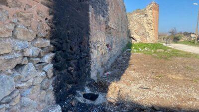 Bursa'da 2500 yıllık surlarda ateş yaktılar