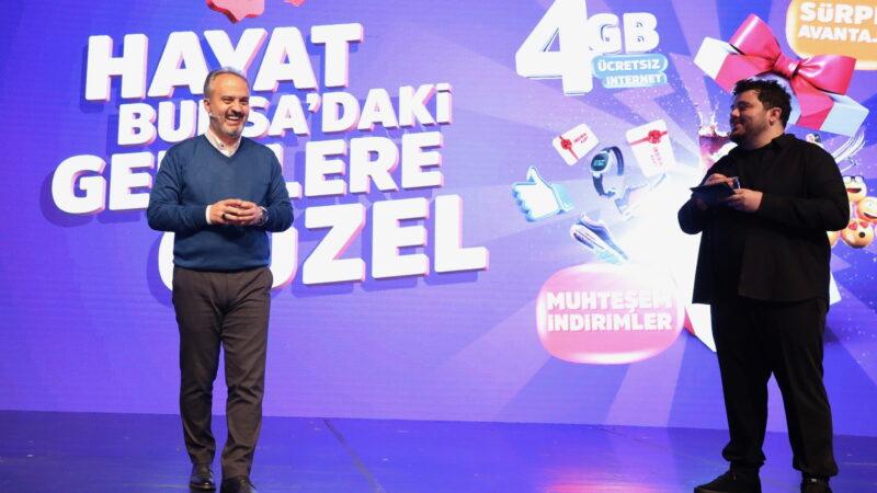 Hayat Bursa'daki gençlere güzel