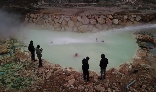 Bursa'da ormanda kaynayan suda şifa arıyorlar
