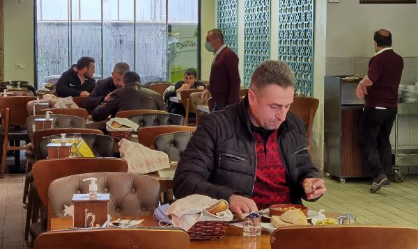 Bursa'da lokantalara giden vatandaşlar: 'Kuru fasulyeyi özledik'