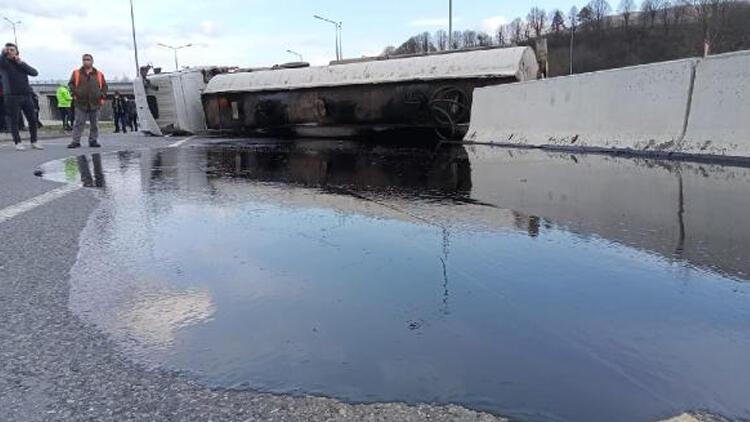 Zift yüklü tanker devrildi! Yol ulaşıma kapandı