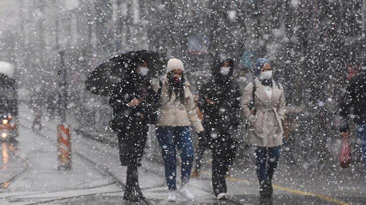 Eskişehir'de kar sevinci! Bir anda bastırdı