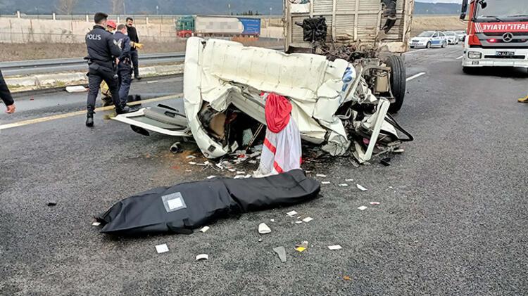 Feci kaza! TIR'a çarpan kamyonun sürücüsü öldü