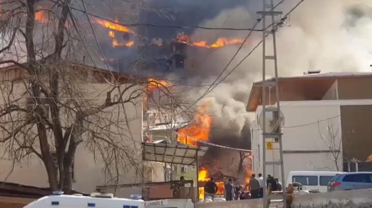 Artvin'de yangın: Alevler 30 eve sıçradı