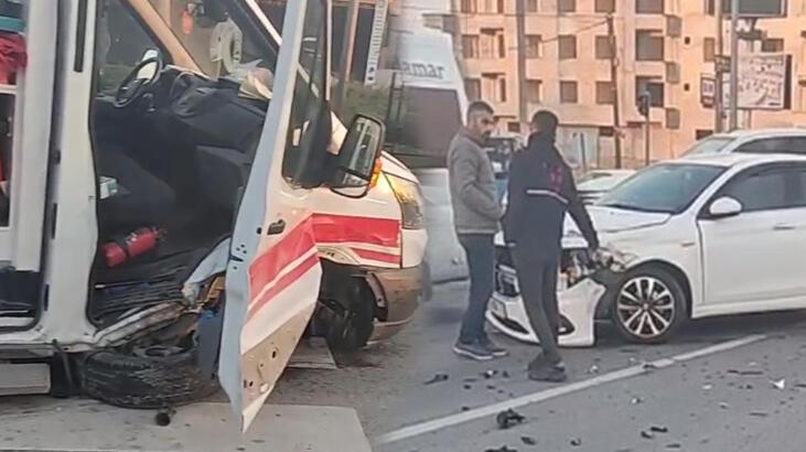 Hasta taşıyan ambulansla otomobil çarpıştı!