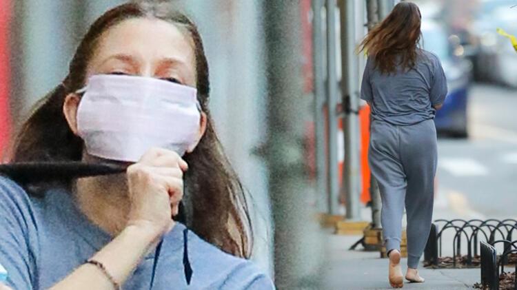 Ünlü oyuncu maskeli yalın ayak sokakta dolaştı