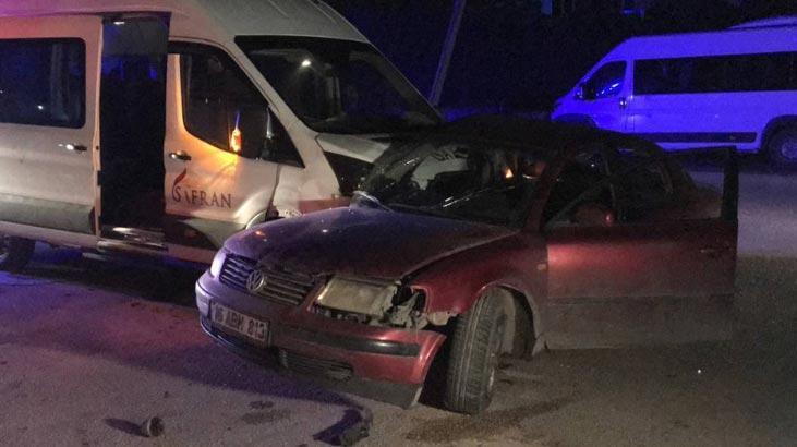 Bursa'da işçileri taşıyan servis aracı ile otomobil çarpıştı: 1 yaralı