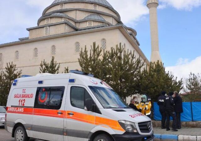 Cuma namazını kılmak için gittiği camide hayatını kaybetti