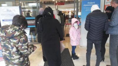 Bursalılar AVM'lere akın etti