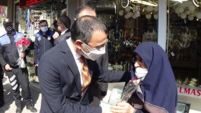 Yer: Bursa… Hayatında ilk kez çiçek aldı! Mutluluğu gözlerinden okundu