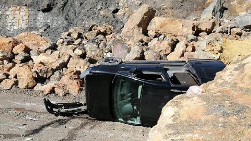 Hafif ticari araç uçuruma yuvarlandı: 2 yaralı