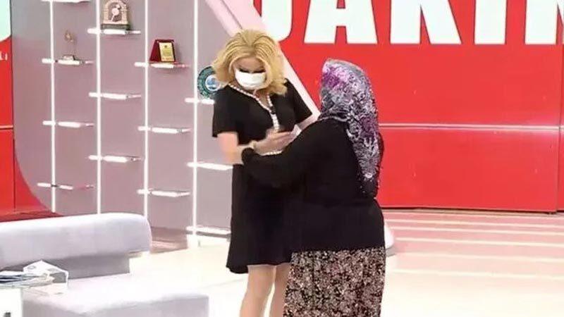 Canlı yayınında sarılma şoku! Maske düşünce söylediği olay oldu!