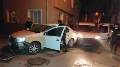 Yer: Bursa… Önce duvara sonra polis aracına çarptı