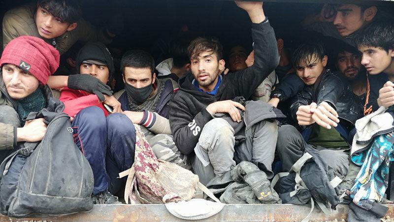 Kaza yapan kamyondan 114 düzensiz göçmen çıktı
